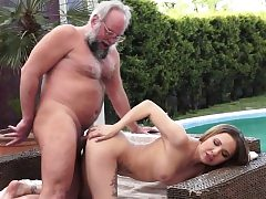 Young honey outdoor fucking with oldman