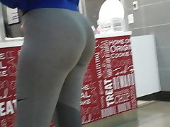 Youthfull Fit Phat ass white girl !!