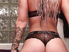 Phat ass white girl sent me this jiggle backside video!